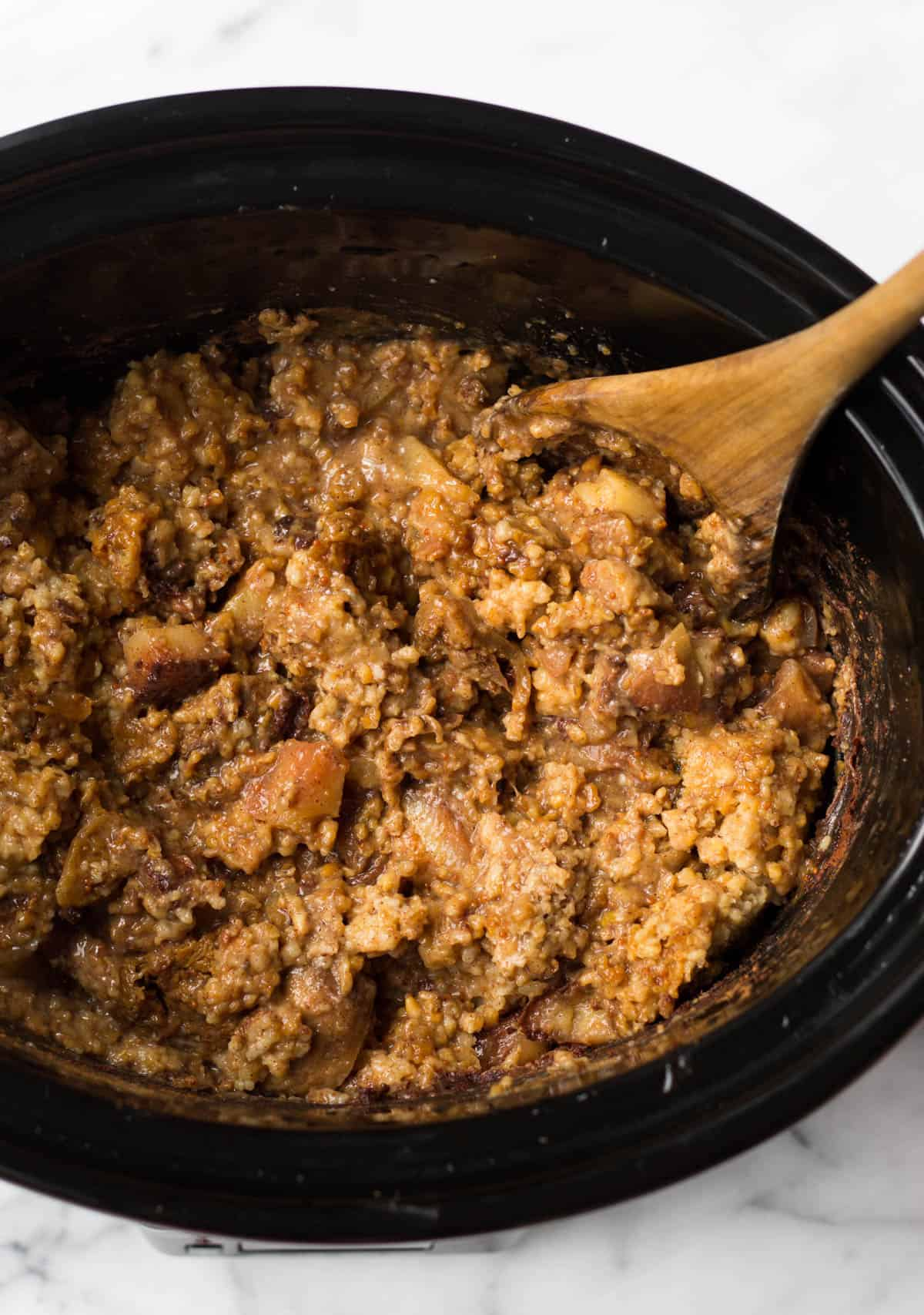 These Fig Apple Cinnamon Slower Cooker Steel Cut Oatscombine the flavors of fall to provide a hearty and nutritious breakfast that feels like a treat - Eat the Gains