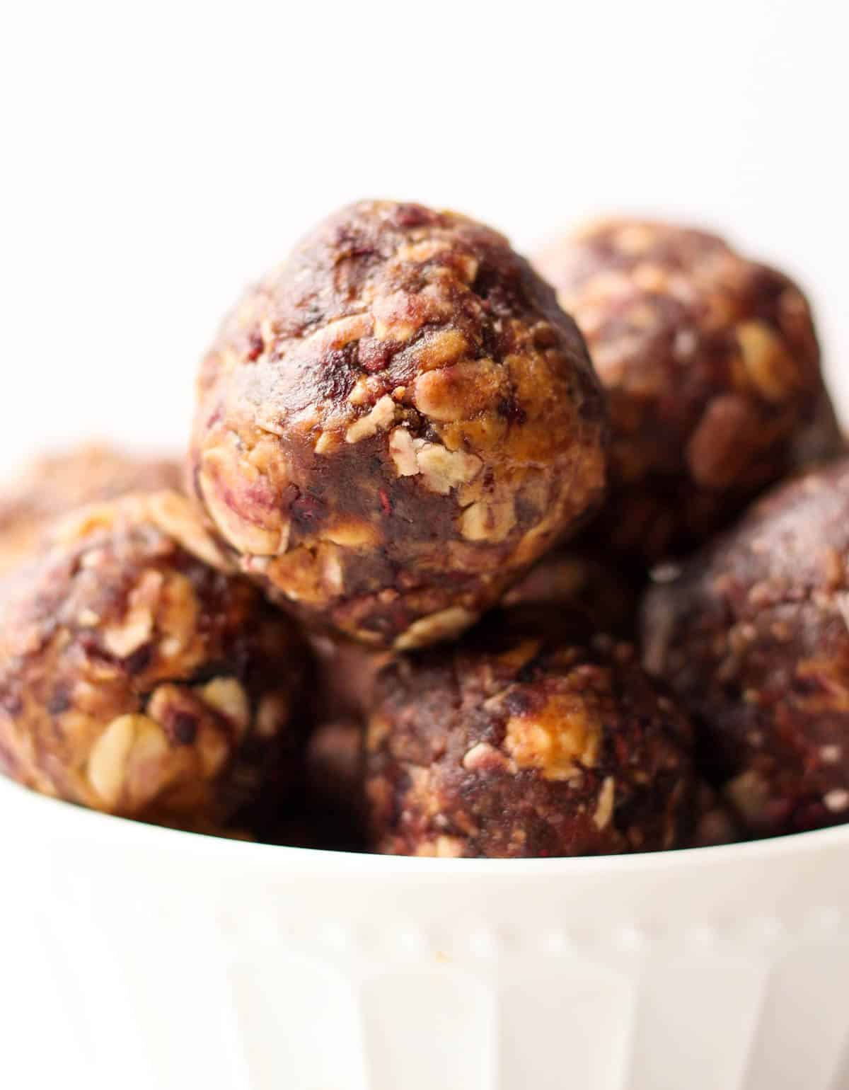 Vegan & gluten free 4 ingredient Peanut Butter & Jelly Energy Balls take your favorite childhood combo & turns it into a healthy & easy on-the-go snack! - Eat the Gains