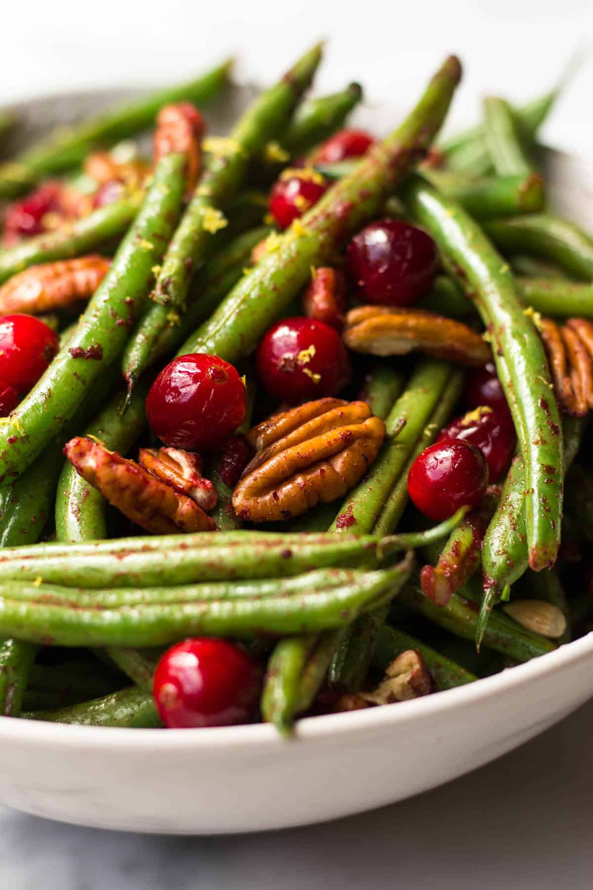 These super easy Paleo Holiday Green Beans come together in less than 10 minutes and make the perfect side to your main course - paleo, vegan, and Whole30 approved too! - Eat the Gains
