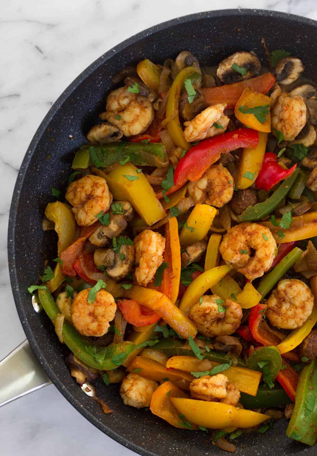 overhead view of a pan of shrimp fajitas